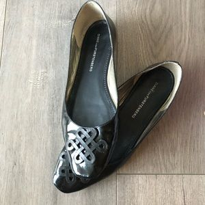 Beautiful Diane von Furstenberg Twist Flats EUC